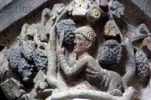 Art roman. Mozac. Eglise abbatiale St Pierre. Chapiteau des Vendangeurs. Détail. Vers 1080. Sculpture.