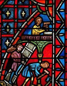 Art gothique. St Julien du Sault. Eglise St Pierre. Verrière du moine Théophile. Maçons et tailleurs de pierre construisant un édifice. Vers 1250. Vitrail.