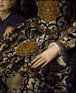 Bronzino. Portrait d'Eléonore de Tolède et de son fils, Jean de Médicis. Détail : robe et main d'Eléonore. Vers 1545. Peinture. Florence. Musée des Offices.