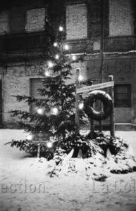 Herschtritt, Léon. Berlin. Bernauer Strasse. Mémorial d'Ida Siekmann. 1961. Photographie. Collection particulière.