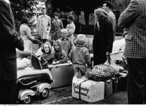 Allemagne. Guerre froide. Berlin Tempelhof. Réfugiés de l'Est dans le camp de Marienfeld juste après la contruction du Mur. Vers 1961 1962. Photographie. Collection particulière.