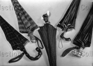 Cinq parapluies. Vers 1930. Photographie. Collection particulière.