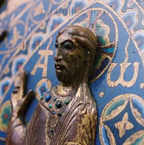 Art roman. La châsse de Saint Calmin. Détail : buste du Christ en Majesté. Vers 1185-1197. Objet liturgique. Mozac. Eglise St-Pierre.