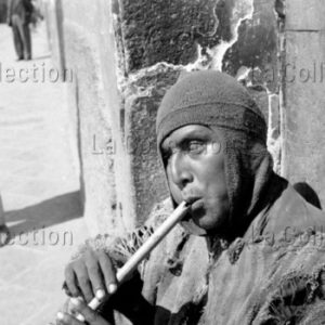 Peter Bock-Schroeder. Bolivie. Joueur de flûte. 1953. Photographie. Collection particulière.