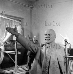 Peter Bock-Schroeder. Atelier de sculpture avec une statue de Lénine. 1956. Photographie. Collection particulière.