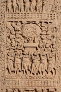 Art indien. Période Sâtavâhana. Sâncî. Stupa I. Torana Ouest (face). Brahma et Indra prient le Bouddha d'enseigner. IIe-Ier siècle avt JC. Sculpture.