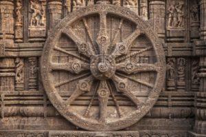 Inde. Konârak. Temple de Sûrya. Grande roue du char du Soleil. Milieu XIIIe siècle. Sculpture.