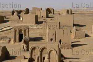 Egypte. Oasis d'el-Khârga. El-Bagawât. Nécropole. Vue d'ensemble. Architecture.