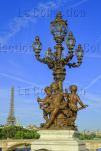 Paris. Pont Alexandre III. Gauquié, Henri Désiré. Amours Soutenant Les Lampaires Et La Tour Eiffel. 1897 1900. Sculpture.