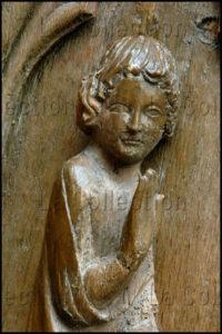 Art Gothique. Saulieu. Basilique St Andoche. Stalle. Panneau. L'Annonciation. Détail : Gabriel. XIVe Siècle. Sculpture.