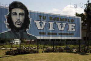 Cuba. La Havane. Panneau de propagande avec un portrait de Fidel Castro. Une date. Photographie de Clément Guillaume.