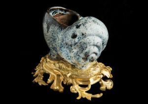 Art Chinois. Dynastie Qing (Tsing). Coquillage Sur Monture En Bronze Doré. Céramique. Paris, Musée D'Ennery.