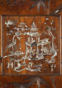 Viardot, Gabriel. Armoire Composée D'un Panneau Du Tonkin. Scènes En Nacre Incrustée. Mobilier. Paris, Musée D'Ennery.