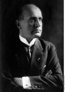 Portrait de Benito Mussolini. Vers 1915. Photographie. Collection particulière.