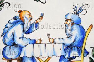 Plat aux chinois jouant aux cartes. Détail. Céramique. Malicorne, espace Faïence.