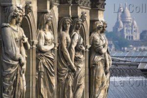 France. Paris. Musée du Louvre. Cariatides du Pavillon de Sully. Lois Lammerhuber. 2007. Photographie.
