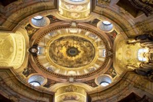 Autriche. Vienne. Eglise St Pierre. Vue centrale du plafond de la voûte. Architecture.