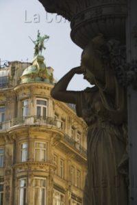 Autriche. Vienne. Le Graben. Immeuble à L'angle Du Graben Et De La Rue Kohlmarkt Et Une Caryatide. Photographie. Collection Particulière.