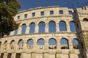 Art Romain. Croatie. Pula. Amphithéâtre. Vue Extérieure. Ier Siècle. Architecture.