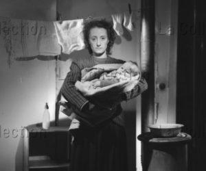 Lorelle, Lucien. Campagne publicitaire pour la Croix Rouge française. Appel en faveur des bébés de France. 1946. Photographie. Archives Philippe Gallois.