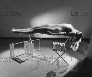 Lorelle, Lucien. Catalepsie ou femme en lévitation. Vers 1947. Photographie. Archives Philippe Gallois.