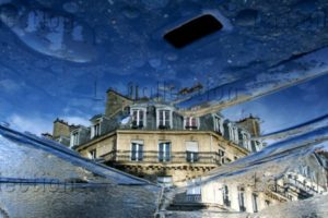 Maufroid, Caroline. Paris. Reflet D'immeuble, Rue De La Lingerie. 2007. Photographie. Collection Particulière.
