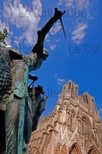 Art Gothique. Reims. Cathédrale Notre Dame. Façade Ouest. Vue De La Façade Avec La Statue De Jeanne D'Arc. XIIIe Siècle. Photographie.