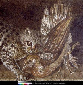 Art Romain. Ie Style Pompéien. Emblema avec une nature morte (xenia). Détail : chat attrapant une poulette. 2e moitié II siècle avt JC. Mosaïque. Naples, Museo Archeologico Nazionale.