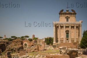 Art Romain. Rome. Temple d'Antonin le Pieux et de Faustine. Façade. 141. Architecture.