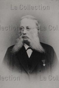 Portrait D'un Homme Barbu Avec Une Médaille. Vers 1885. Photographie. Collection Particulière.