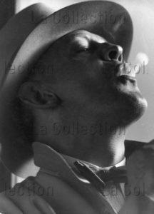 Portrait d'un homme fumant. Vers 1925 1935. Photographie. Collection particulière.
