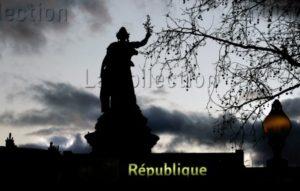 Paris. Place de la République au crépuscule. Photographie de Jean Claude N'Diaye.
