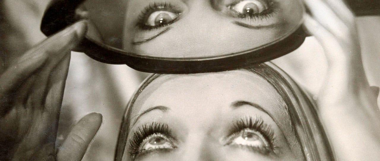 Atelier photographique Manasse. La Danseuse américaine Bee Jackson aux miroirs. Vers 1931. Collection particulière<br /> © Imagno / LA COLLECTION