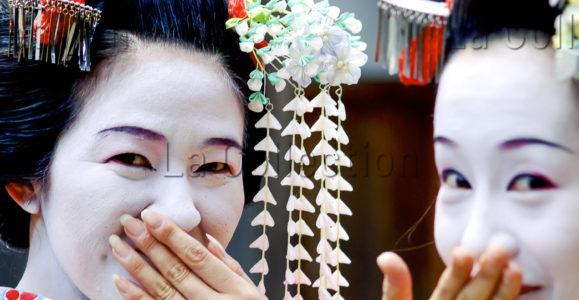 Pons, Sébastien. Japon. Japon. Portrait de deux geishas à Kyoto. Photographie.