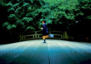 Pons, Sébastien. Japon. Tokyo. Enfant courant dans le parc Yoyogi. Photographie.