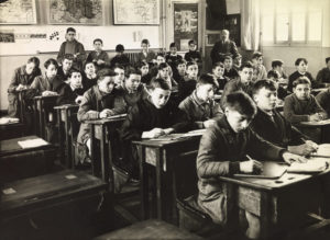 Anonyme. Une classe d'école en France. Vers 1950. Photographie. Collection particulière.
