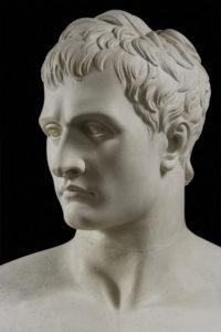 Canova, Antonio. Napoléon Ier en Mars pacificateur. Détail : tête (trois-quarts gauche). 1808. Sculpture. Milan, Pinacoteca di Brera.