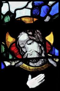 Rouen. Cathédrale Notre-Dame. Guillaume Barbe. Le Repas chez Simon. Détail. 1468. Vitrail.